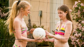 Volleyball With Friends - WebYoung